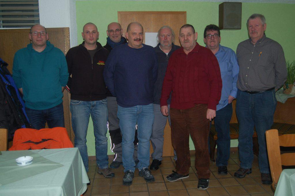 Kreisvorsitzender Höll (links) mit dem Vorstand und den Revisoren der RK Lauterbach/Wartenberg