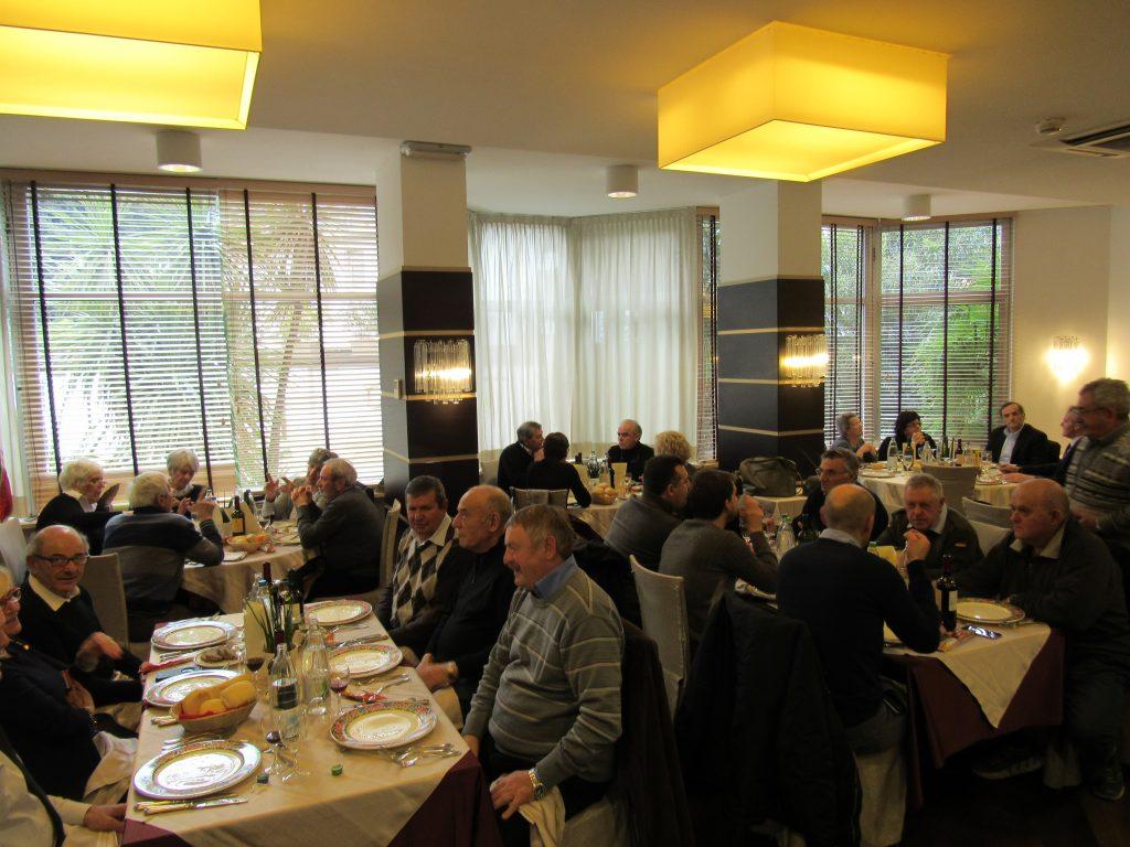 Nach der Versammlung gab es im Restaurant des Hotels ein Festmahl.
