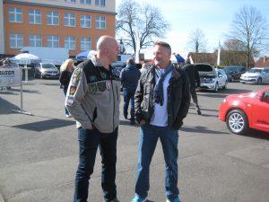 Organisationsleiter Klaus Merklinger (links) im Gespräch mit einem Kollegen aus Köln, der zum Abstecher auf den gekommen war.