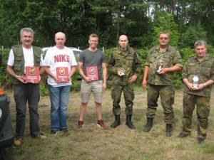 Die erfolgreichen Schützen bei den Gästen (von links): Norbert Diehl, Drazen Kusek und Sebastian Duchard, bei den Reservisten (von rechts): Thomas Ruppel, Rene Nussois und Panos Pavlidis.