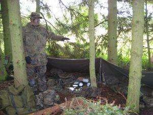 Unteroffizier Feldwebelanwärter Timo Kumpies zeigte das, was ein Soldat im Einsatz mit sich führt. Das reichte von der Bekleidung bis zum Ess- und Kochgeschirr