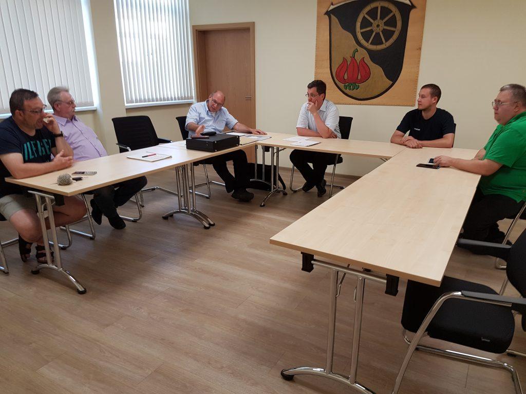 Sie besprachen das Programm für den 3. Oktober in Lautertal-Engelrod (von links) Michael Merschrod (Feuerwehr Engelrod), Kreisvorsitzender Achim Höll, Bürgermeister Heiko Stock, Matthias Schäfer vom THW in Lauterbach und Udo Lang vom DRK.