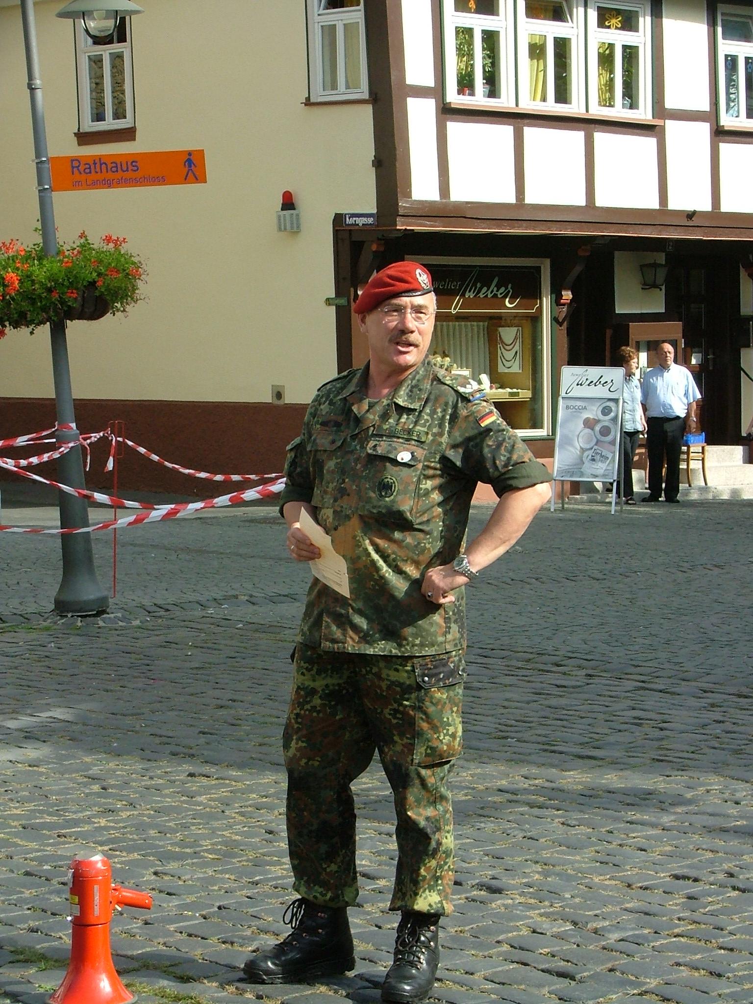 """Major d. R. Friedhelm Becker war mit den Ergebnissen des Wettkampf """"Schlauer Fuchs"""" zufrieden."""