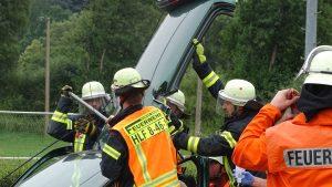Unfallauto: Die Rettung aus einem Unfallauto wurde vorgeführt.